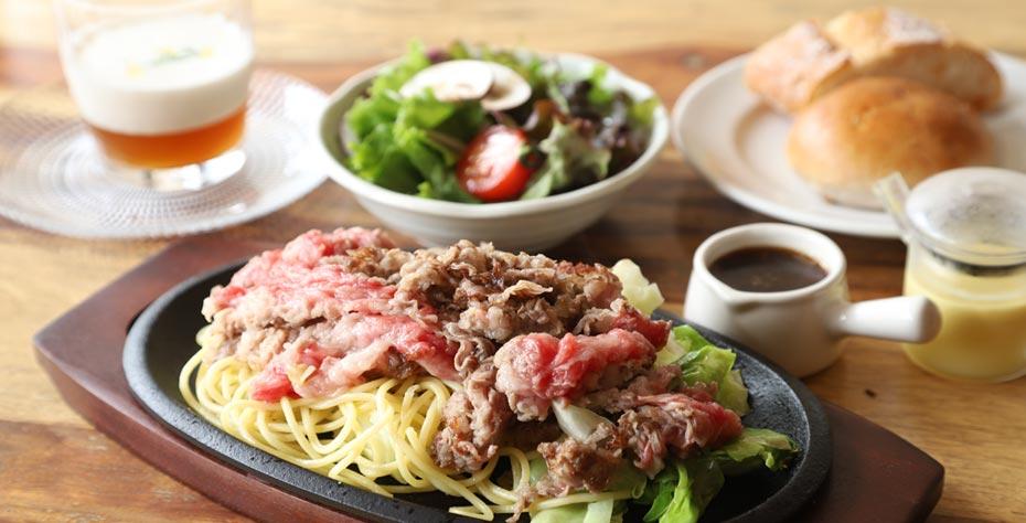 宝千⽜ カルビばら焼きスパゲティー添え